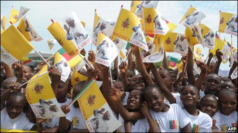 Children wave Pope flags in Cameroon, 20/03/09
