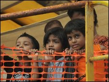 Children are among the 78 Sri Lankan asylum seekers on the Oceanic Viking - 27 October 2009