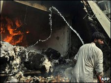 Aftermath of bombing in Peshawar, 28 October 2009