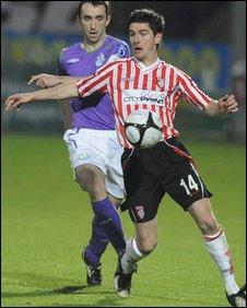 Derry City's Gareth McGlynn and Shamrock Rovers' Ollie Cahill