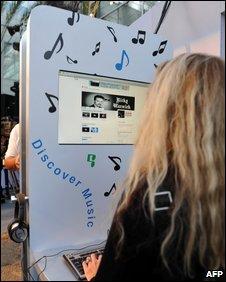 Google Music, AFP