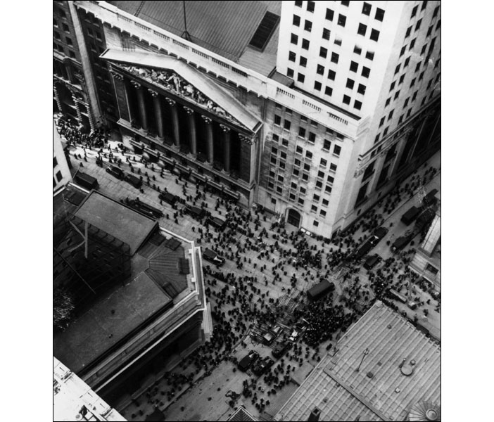 Crowds in Wall Street