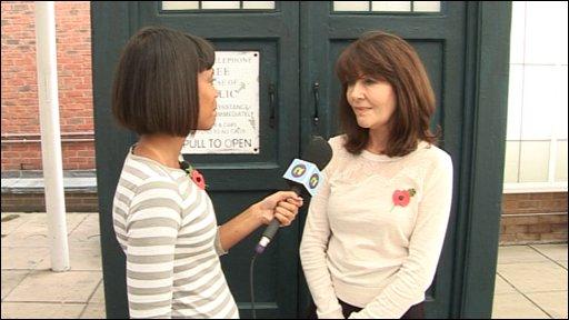 Leah chats to Elisabeth Sladen