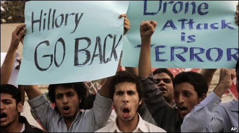 Students protest about the visit of US Secretary of State Hillary Clinton in Lahore, 29 October