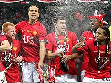 Manchester United's players celebrate at Wembley
