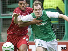 Hibs striker Anthony Stokes battles with Jerel Ifil