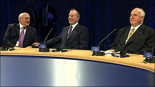 Mikhail Gorbachev (left), George Bush Sr (centre) and Helmut Kohl in Berlin on 31 October 2009