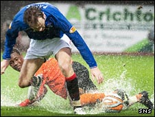 Sasa Papac challenges United's Jennison Myrie-Williams at rain-soaked Tannadice