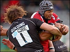 Newcastle's Jon Golding tackles Sam Tuitupou of Worcester