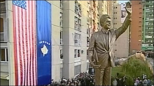 Bill Clinton statue