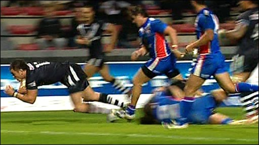 New Zealand score a try against France