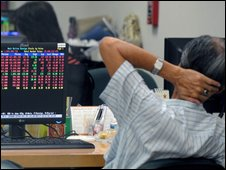 An finance company worker in Bangkok reacts to a drop in Thai stocks - 15 October 2009
