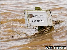 Fishing sign under water [Pic: John Stewart]
