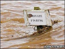 Fishing sign under water [Pic: John Stewart]