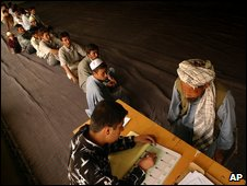 AFghans queue to register to vote in 2004