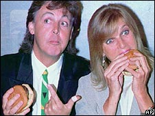 Paul and Linda McCartney tackle some vegeburgers