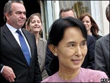 Aung San Suu Kyi, with US envoy Kurt Campbell behind her