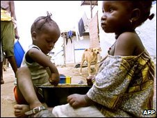 Sierra Leonean children in refugee camp, 2001