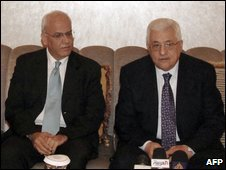 Mahmoud Abbas (R) and Saeb Erekat (L) in Abu Dhabi, UAE, 31 October (Handout: WAM)