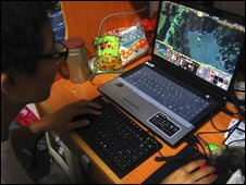 Chinese student playing online computer game - 12 October 2009