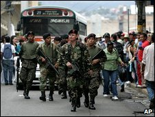 Soldiers patrol in the Honduran capital, Tegucigalpa, 5 November 2009