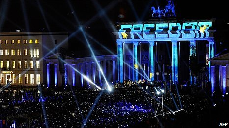 U2 playing in front of the Brandenburg Gate