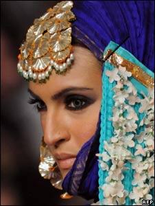 Model at Karachi show