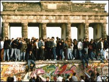 The Berlin Wall comes down, 10 Nov 1989