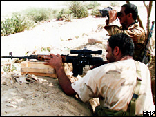 Yemeni soldiers fighting Houthi fighters (Yemeni army handout 1 October 2009)