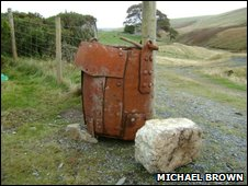 A shaft kibble and a quartz bucking stone
