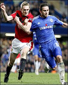 Darren Fletcher challenges Frank Lampard