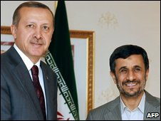 Turkish Prime Minister Recep Tayyip Erdogan (L) and Iranian President Mahmoud Ahmadinejad (R) in Istanbul, Turkey, 8 November 2009