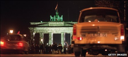 East German cars await the opening of the crossing point under the Brandenburg Gate after the opening of the Berlin Wall