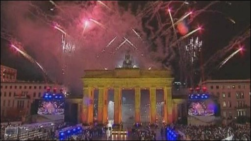 Fireworks and crowds at the Brandenburg Gate