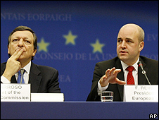European Commission President Jose Manuel Barroso, left, and Swedish Prime Minister Fredrik Reinfeldt, 30 Oct 09