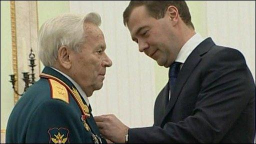 Mikhail Kalashnikov and President Dimitry Medvedev