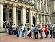 Queues to see the Staffordshire Hoard
