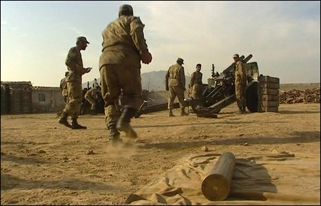 Pakistani troops pounding Taliban positions