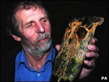 Peter Lumb and the severed Alligator head