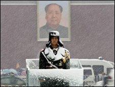 Snow in Beijing's Tiananmen Square - 12 November 2009