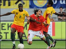 Cameroon (yellow) play Austria