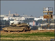 An Israeli tank near the Karni crossing point