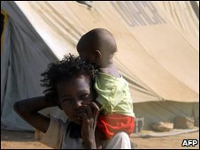 "A dispalced Yemeni girl from Saada province carries a young boy on her shoulders at the Mazraq Internally Displaced People""s (IDP) camp in northern Yemen, on November 12, 2009"