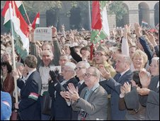 A crowd celebrates the declaration of the fourth Hungarian Republic in 1989