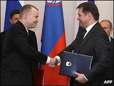 Slovenian Economy Minister Matej Lahovnik (left) and Russian Energy Minister Sergei Shmatko during the signing ceremony