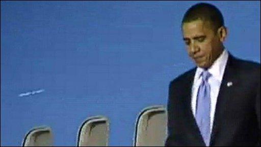 Barack Obama arrives in Singapore