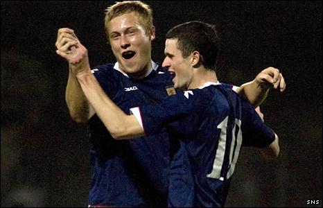 Jamie Murphy (right) celebrates his goal with Scotland team-mate Scott Arfield