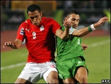 Egypt's Ahmed al-Mohammedi (L) challenges Algeria's Nadir Belhadj (R) during the 14/11/2009 match