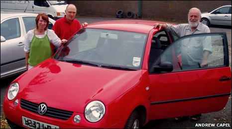 members of Llani car club with the VW Lupo