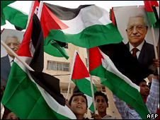 Palestinians in Jenin wave flags and pictures of Mahmoud Abbas (7 November 2009